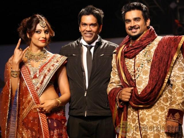 bipasha-basu-and-madhavan-Designer