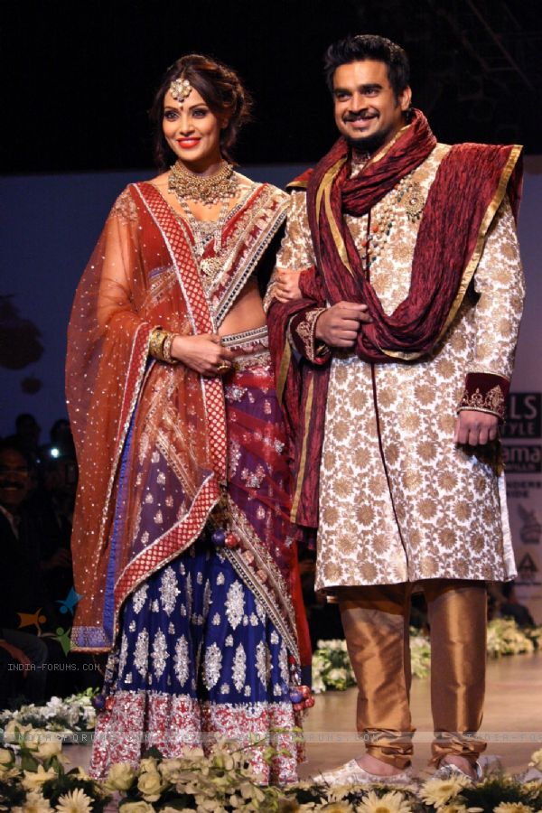 Bipasha Basu and Madhavan in WLIFW