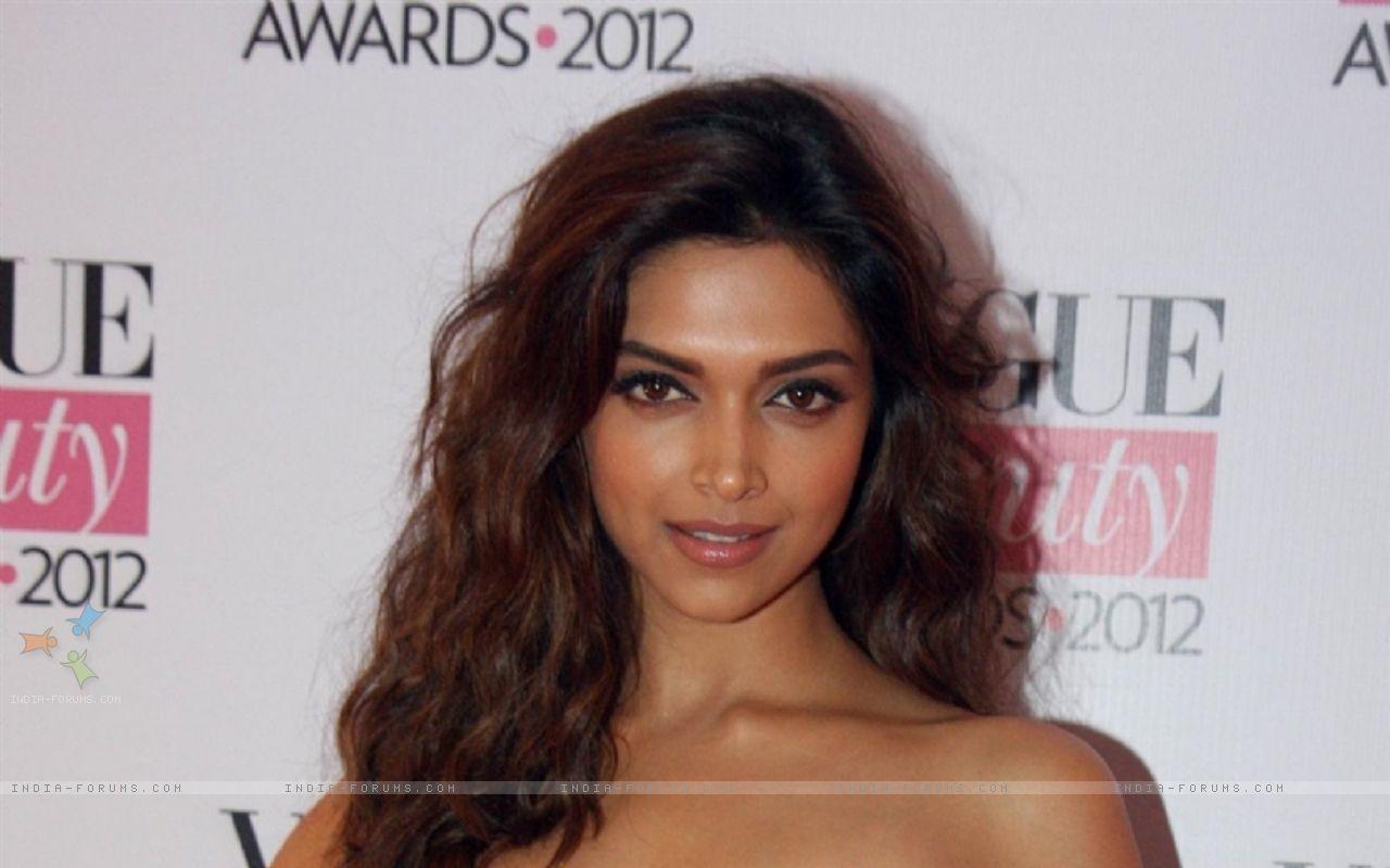 Deepika Padukone Hair 2012 deepika-vogue-beauty-awards-