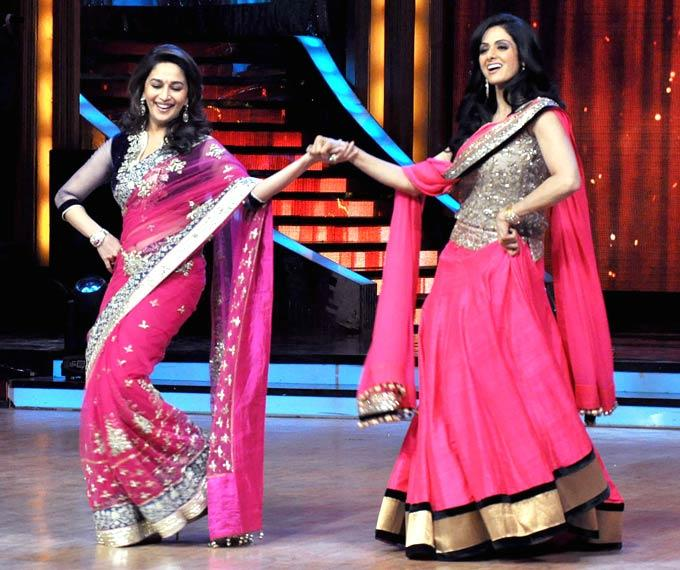 madhuri-dixit-and-sridevi-dance-jhalak-dikhhla-jaa-grand-finale