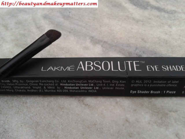 Lakme-Eye-shader-Brush