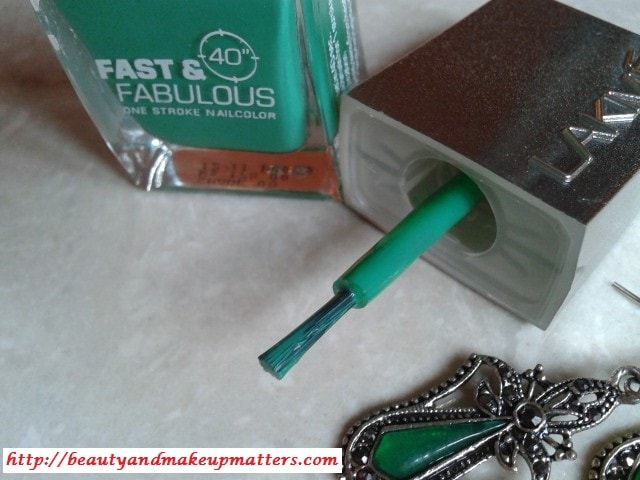 Lakme-Fast-and-Fabulous-Nail-Polish-Going-Green-Review