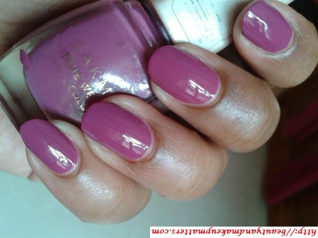 Lakme-True-Wear-Nail-Color-Freespirit-N236-Narendra-Kumar-Look
