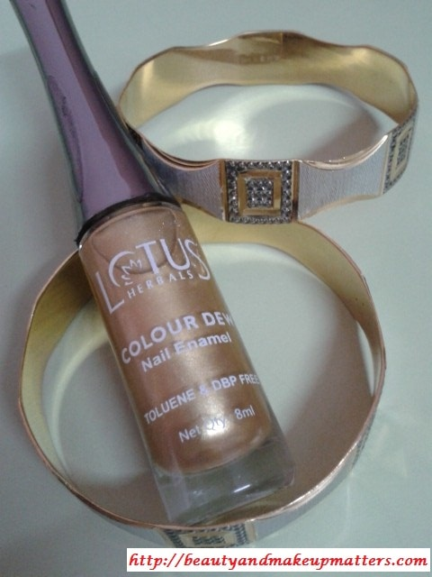 Lotus-Herbals-Color-Dew-Nail-Enamel-Gold-Mist-Review