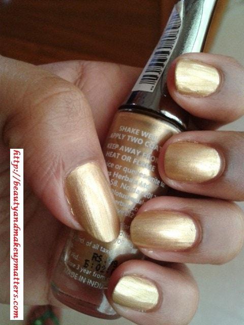 Lotus-Herbals-Nail-Enamel-Gold-Mist-Swatch