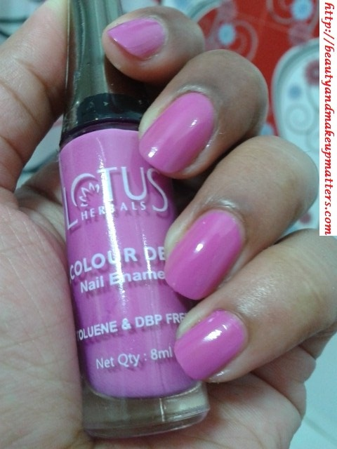 Lotus-Herbals-Nail-Enamel-Strwberry-Idea