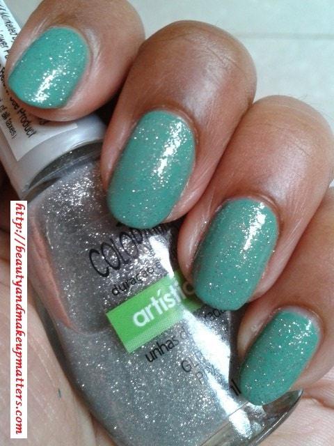 Maybelline-Coloroma-Glitter-Prata-Nail-Polish-Swatch