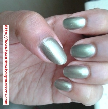Maybelline-Express-Finish-Nail-Paint-Khakhi-Green-Nail-Swatch