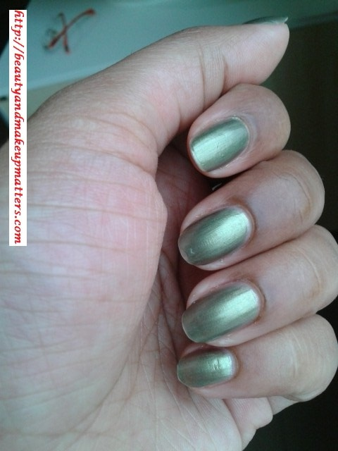 Maybelline-Express-Finish-Nail-Paint-Khakhi-Green-Swatch
