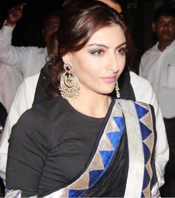 Soha-Ali-Khan-At-Kareena-Sangeet-Makeup