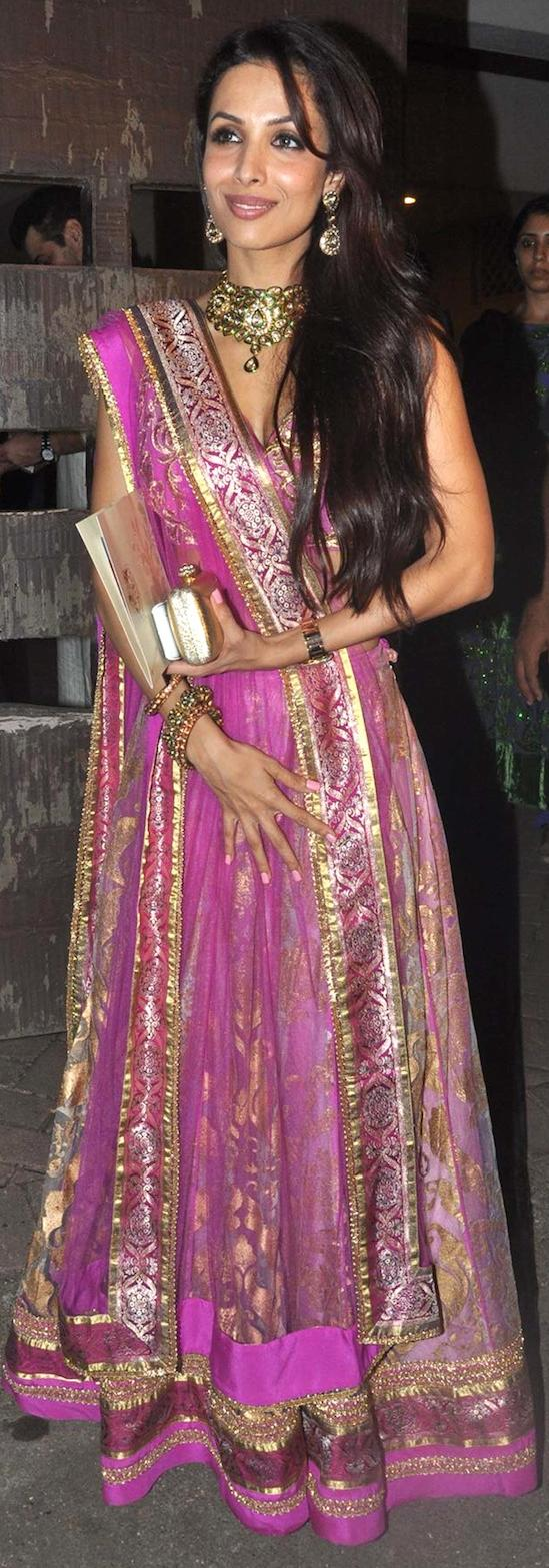 malaika-Arora-At-Kareena-Sangeet-Pose
