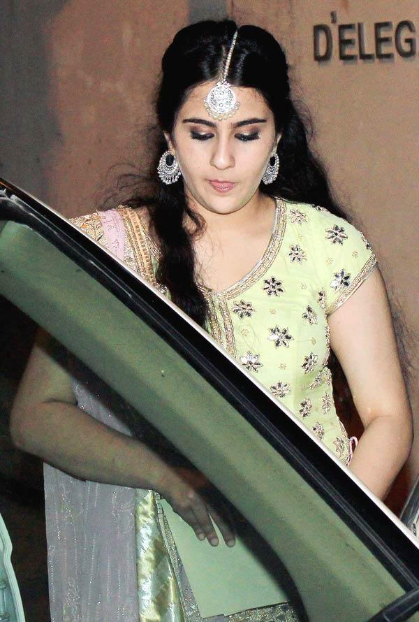 sarah-Ali-Khan-at-Kareena-Sangeet