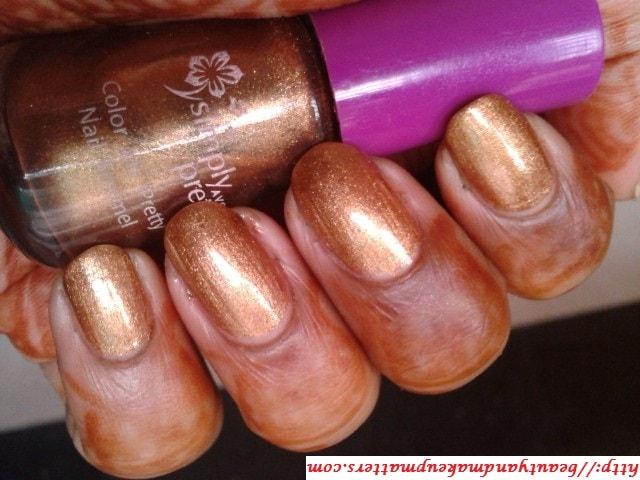 Avon-Simply-Pretty-Nail-Polish-Glitter-Gold-Swatch
