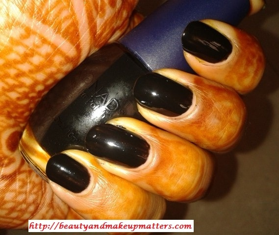 Konad-Nail-Polish-Black-Look
