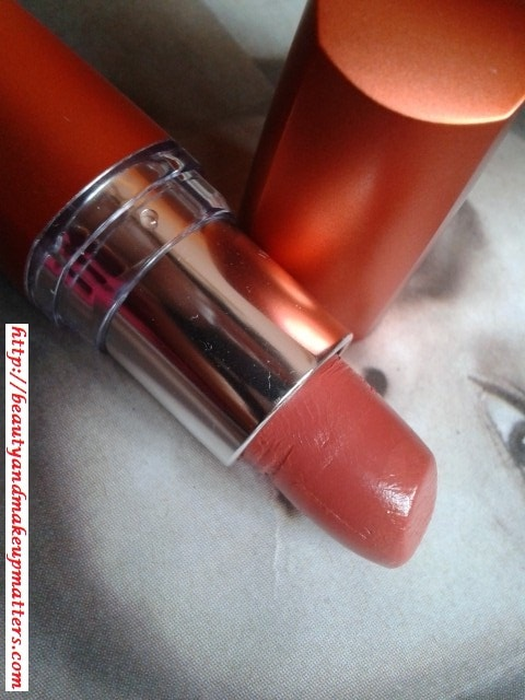 Maybelline-ColorSensational-Moisture-Extreme-Lipstick-Bronze Orange-Review
