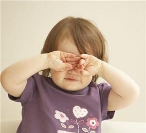Do-Not-rub-eyes-to-avoid-under-eye-dark-circles