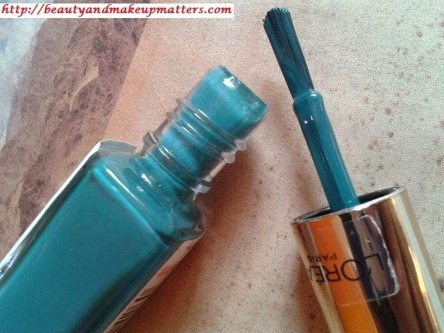 L'Oreal-Color-Riche-Nail-Enamel-Blue-Reef-Review