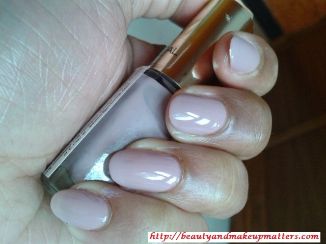 L'Oreal-Color-Riche-Nail-Paint-Beige-Countless-Swatch