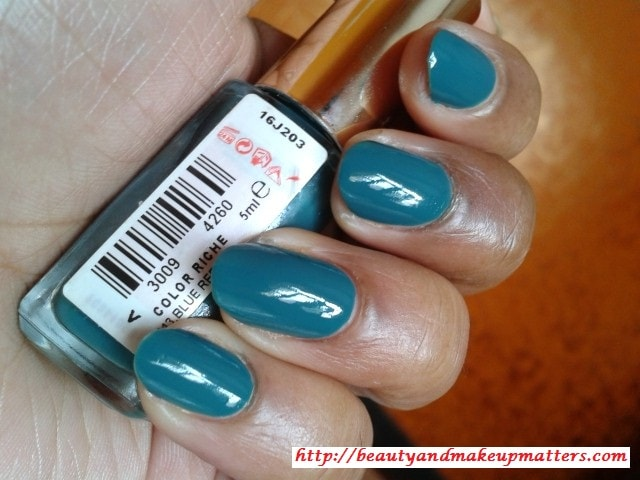 L'Oreal-Color-Riche-Nail-Paint-Blue-Reef-NOTD