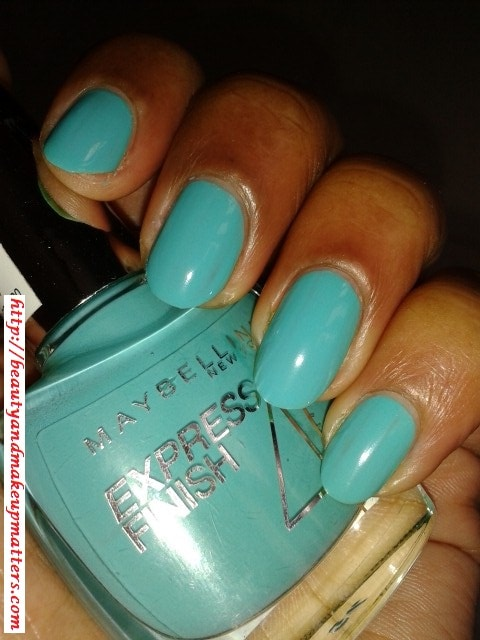 Maybelline-Express-Finish-Nail-Enamel-Turquoise-Lagoon-Nail-Swatch