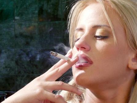 Quit-Smoking-to-Avoid-under-eye-Circles
