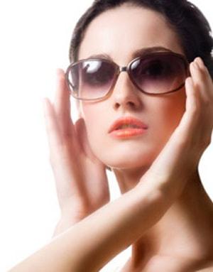 Wear-Sunglasses-to-avoid-under-eye-darkcircles