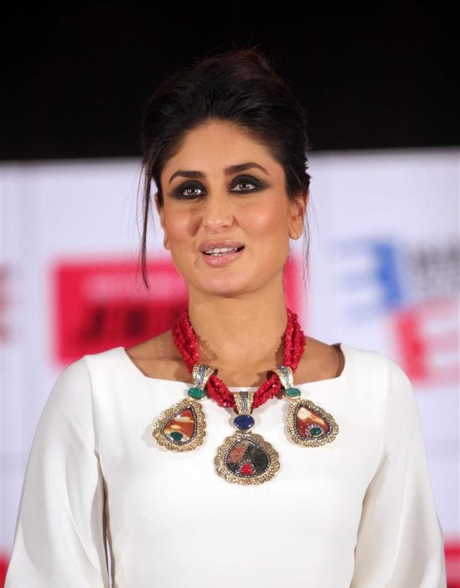 kareena-kapoor-Inspired-Black-Smokey-Eye-Makeup