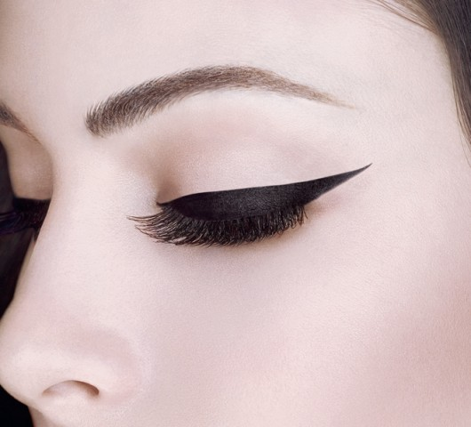 MakeupTricksForLongerLashes-ExtendEyeLiner