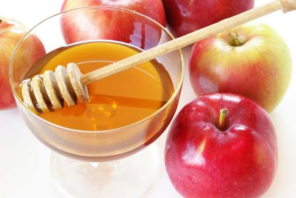 Homemade Moisturizing Fruit Face Pack-Apples-and-honey