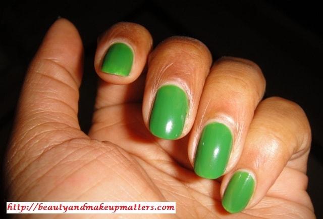 Maybelline-Colorma-Nail-Enamel-Verde-Palmeira-NOTD