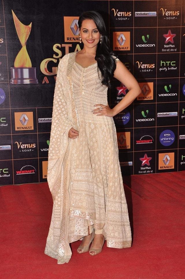 Sonakshi-Sinha-At-2013-Renault-Star-Guild-Awards