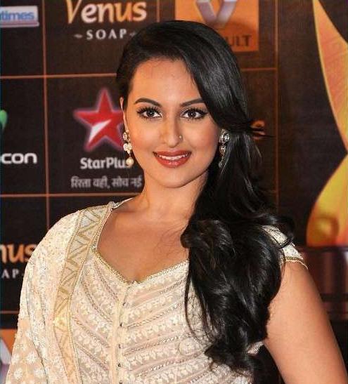 Sonakshi-Sinha-At-2013Renault-Star-Guild-Awards