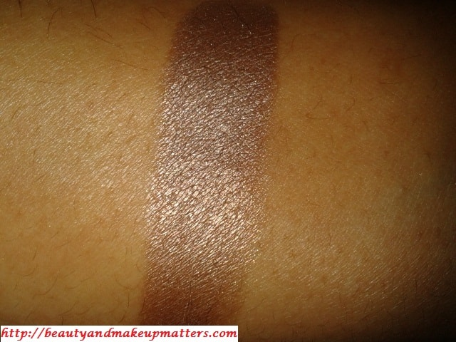 Inglot-Freedom-System-Eye-Shadow-402-Pearl-SwatchWithFlash