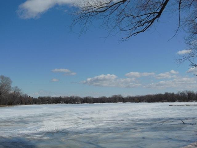 Frozen Medicine Lake@Plymouth