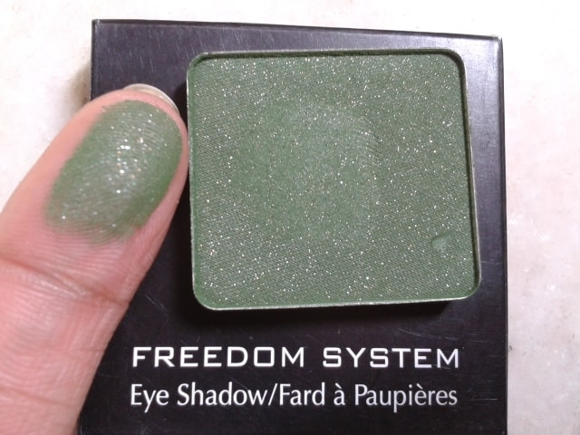 Inglot-Freedom-System-EyeShadow-57-AMC-Swatch