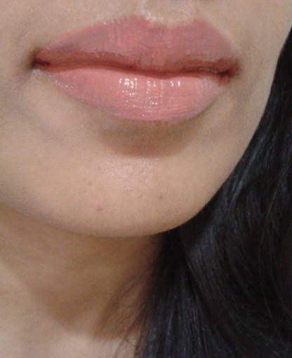 NYX Xtreme Lip Cream-Buttery Nude LOTD