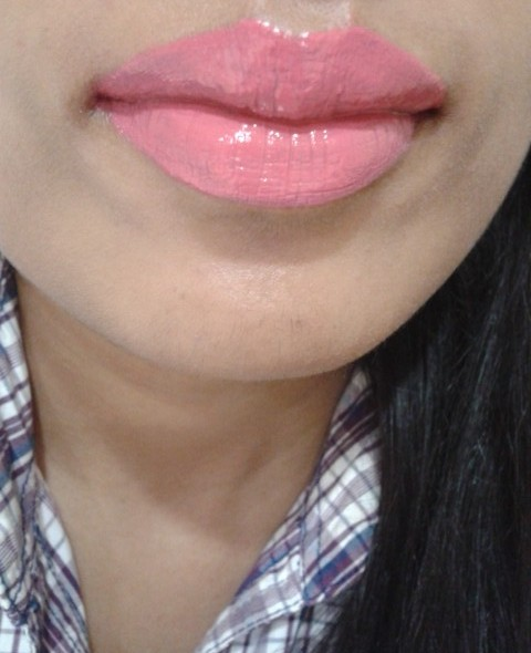 NYX Xtreme Lip Cream Pinky Nude LOTD1