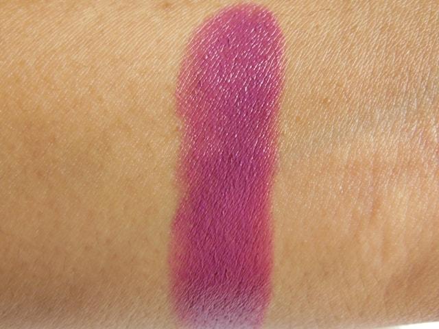 Revlon Super Lustrous Lipstick Berry Haute 660 Swatch1