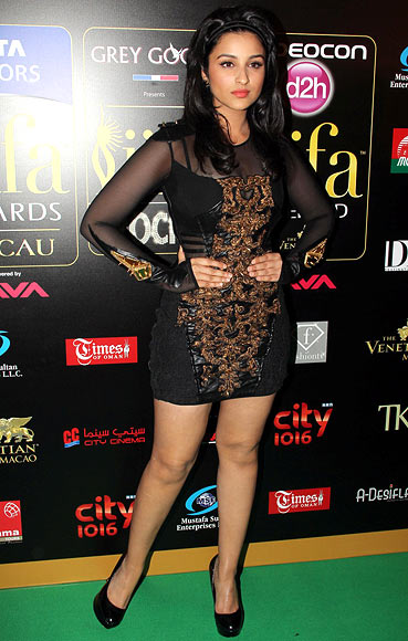 Parineeti Chopra in Falguni and Shane Peacock Dress at IIFA Awards 2013
