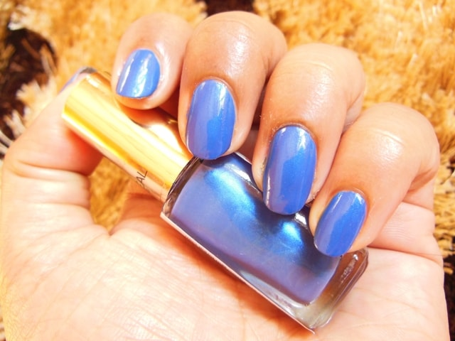 L'Oreal Paris Color Riche Nail Enamel Rebel Blue Swatch