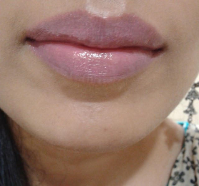 L'Oreal Paris Glam Shine Balmy Gloss Peach Pleasure 912 LOTD