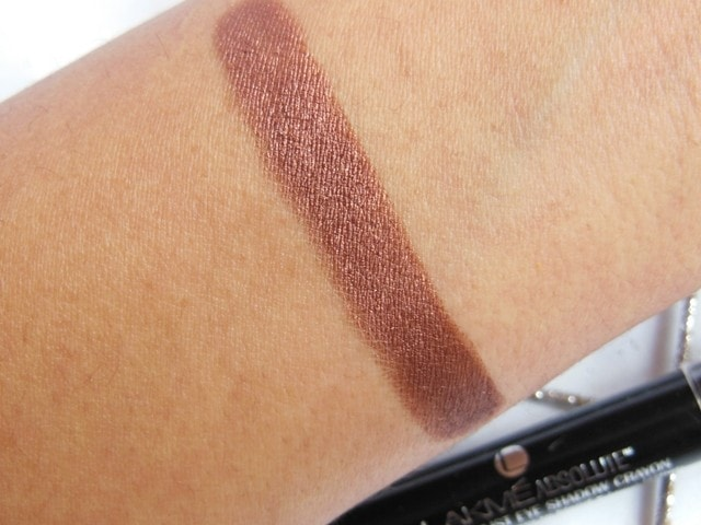Lakme Absolute Drama Stylist Eye Shadow Crayon Swatch