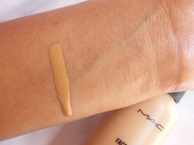 MAC Face and Body Foundation C4 Blended