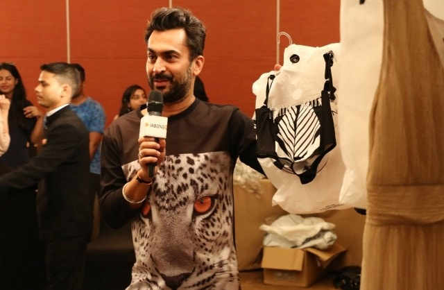 Stylist Aki Narula talking about our Dorothy Perkins collection for Lakme Fashion Week to fashion bloggers (1)