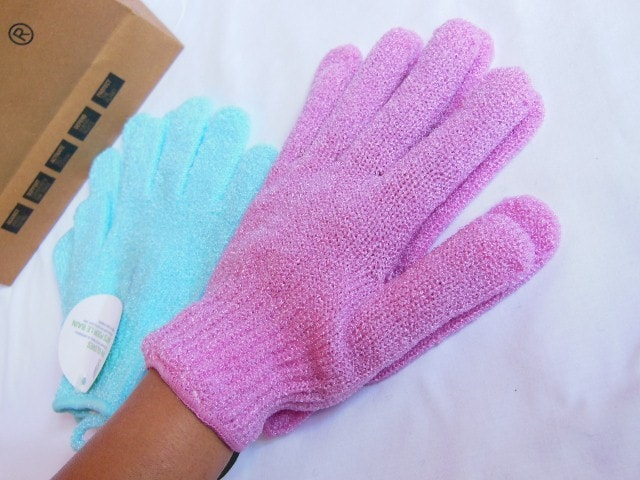 The Body Shop Bath Gloves in Pink