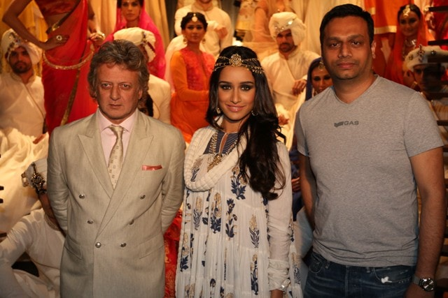 Rohit Bal, Shraddha Kapoor and Arun Chandra Mohan - Founder & CEO, Jabong.com at the launch of Rohit Bal for Jabong.com collection in Mumbai - 1