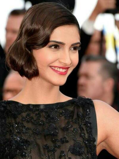 Sonam Kapoor Cannes 2014 in Elli Saab Gown