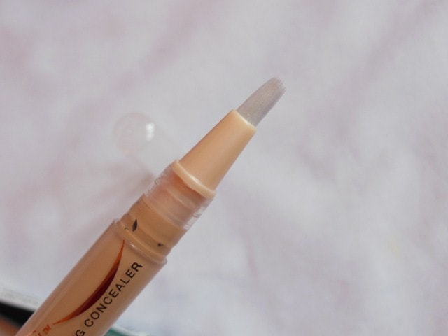 Maybelline Dream Touch Lumi Highlighting Concealer Brush
