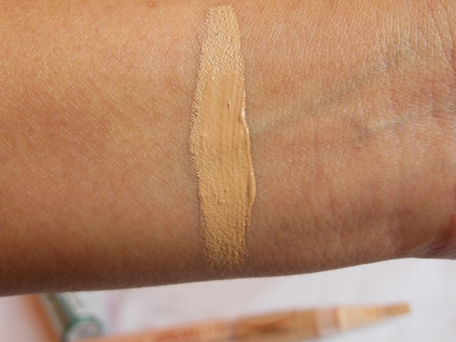 Maybelline Dream Touch Lumi Highlighting Concealer Swatch