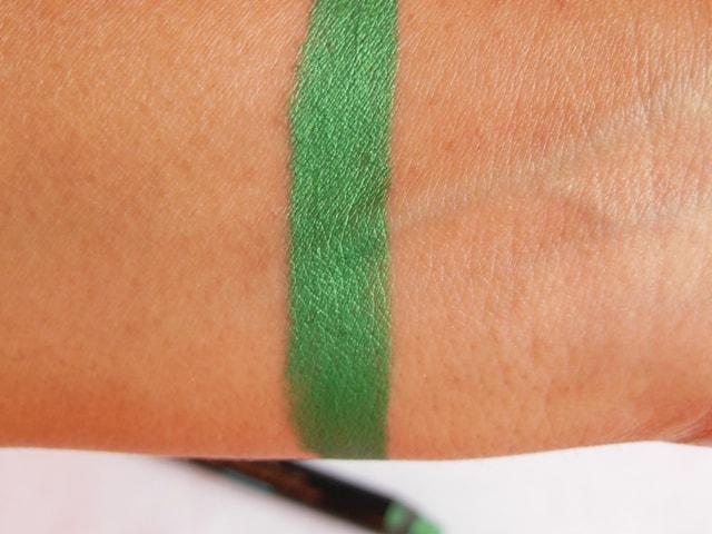 Sephora Jumbo Eye Shadow Crayon Green Swatch